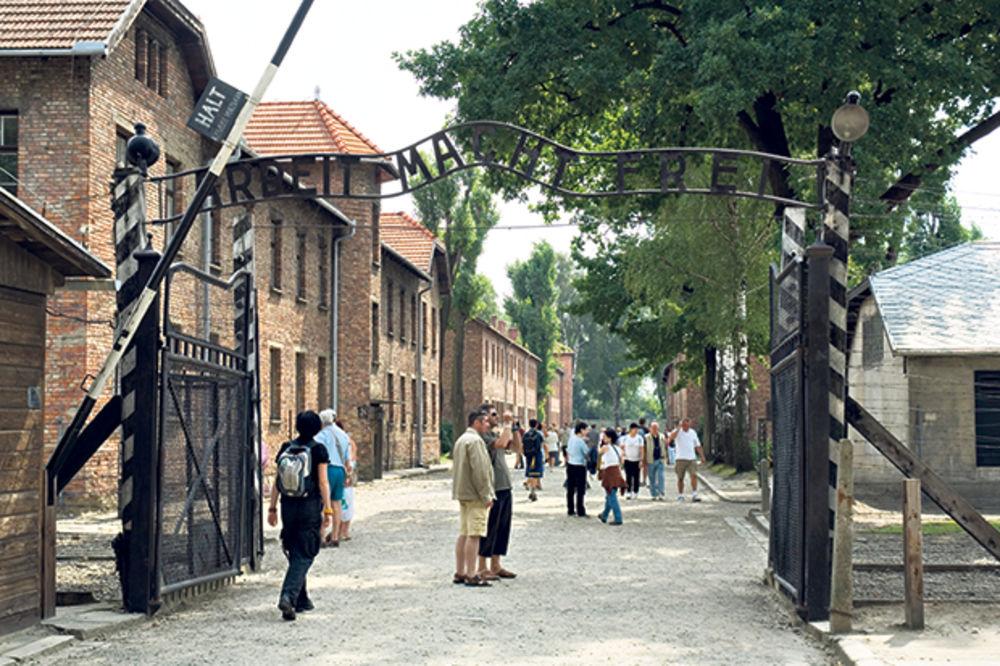 ŠOKANTNO: Zaključali Jevreje u Aušvic i uhapsili ih
