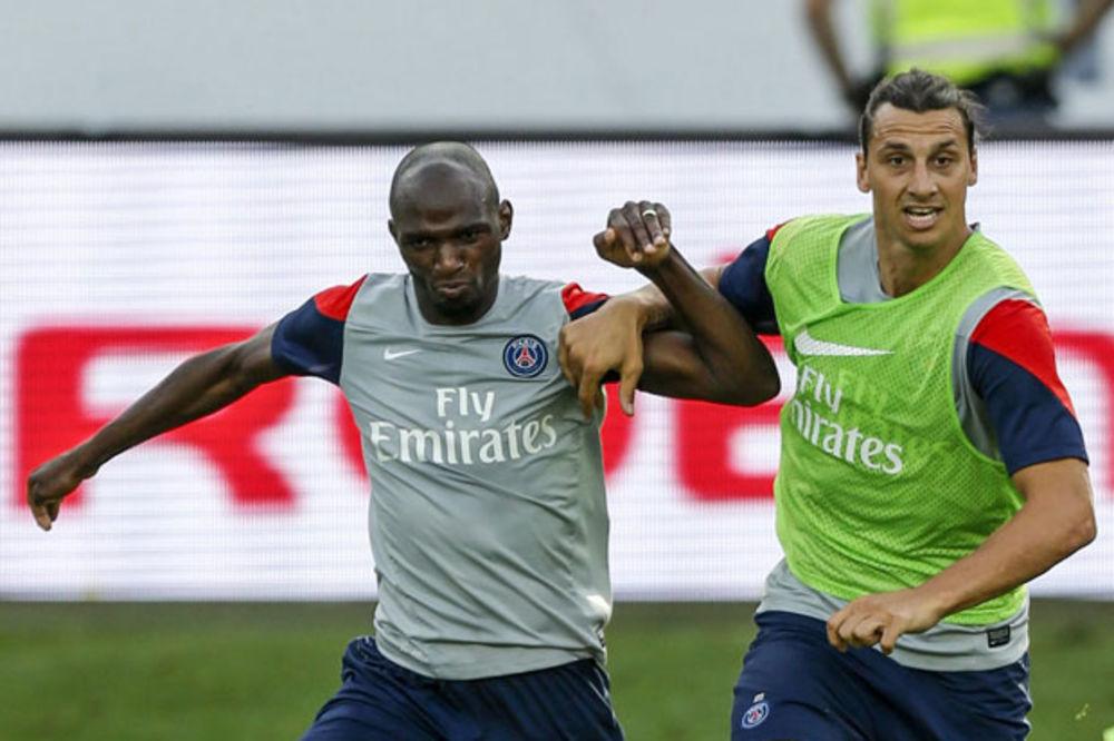 (VIDEO) NJEMU NIKAD NIJE DOSADNO: Pogledajte kako Ibrahimović reklamira saigrača