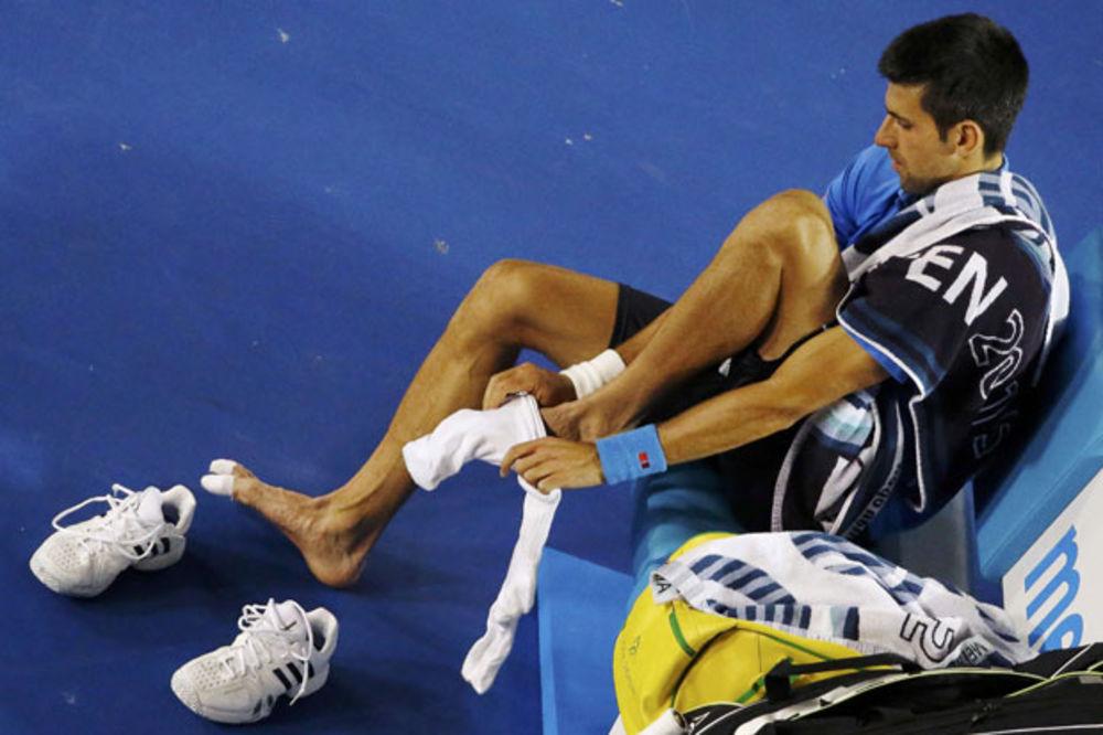 (FOTO) Pogledajte sa kakvim ranama je Novak igrao protiv Vavrinke
