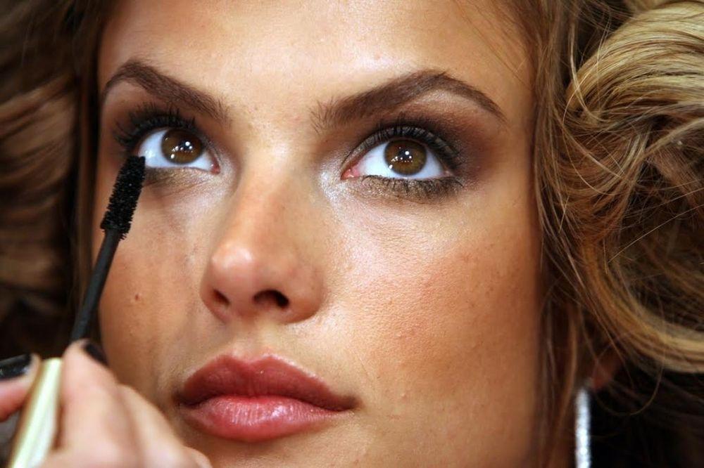 ZA MLADALAČKI POGLED: Kako najefikasnije sakriti bore u predelu oko očiju?