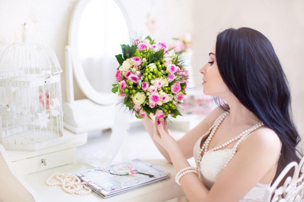Simbolika cveća: Crvena ruža predstavlja ljubav, belom orhidejom se divimo elegantnoj dami!