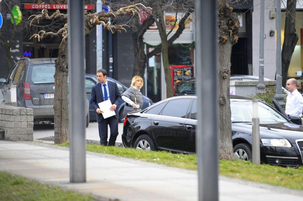 HIT PAPARACO: TRIVANKA DRUGI PUT U DRŽAVNOM AUDIJU Evo kako se ušunjala u vladin automobil!