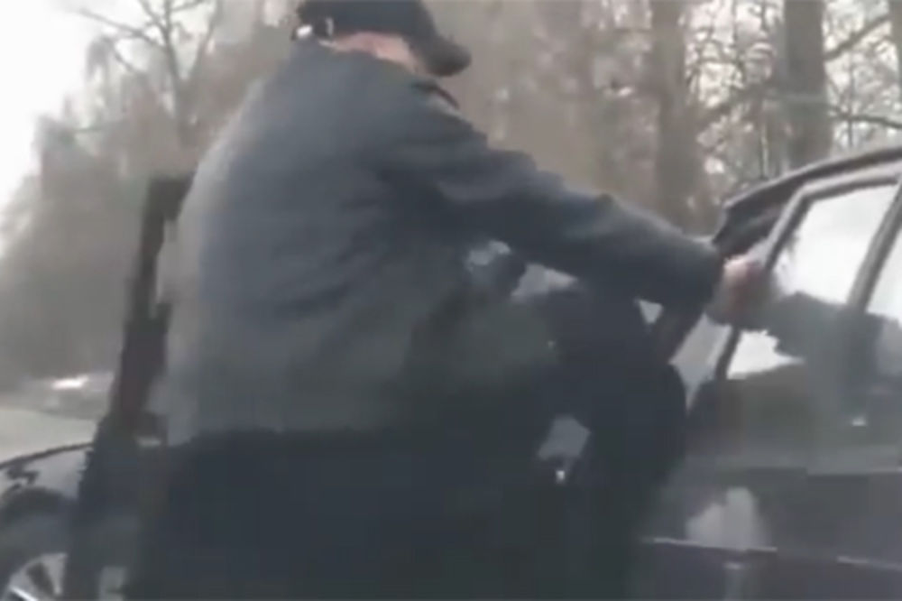 (VIDEO) NASILJE NA RUSKIM ULICAMA: Pogledajte kako je prošao tabadžija koji je tukao nemoćnog starca