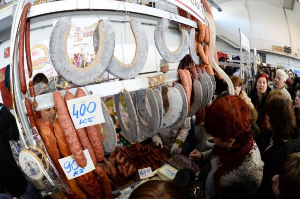 BUGARI OKUPIRALI PIROT: Odlepili za peglanom kobasicom