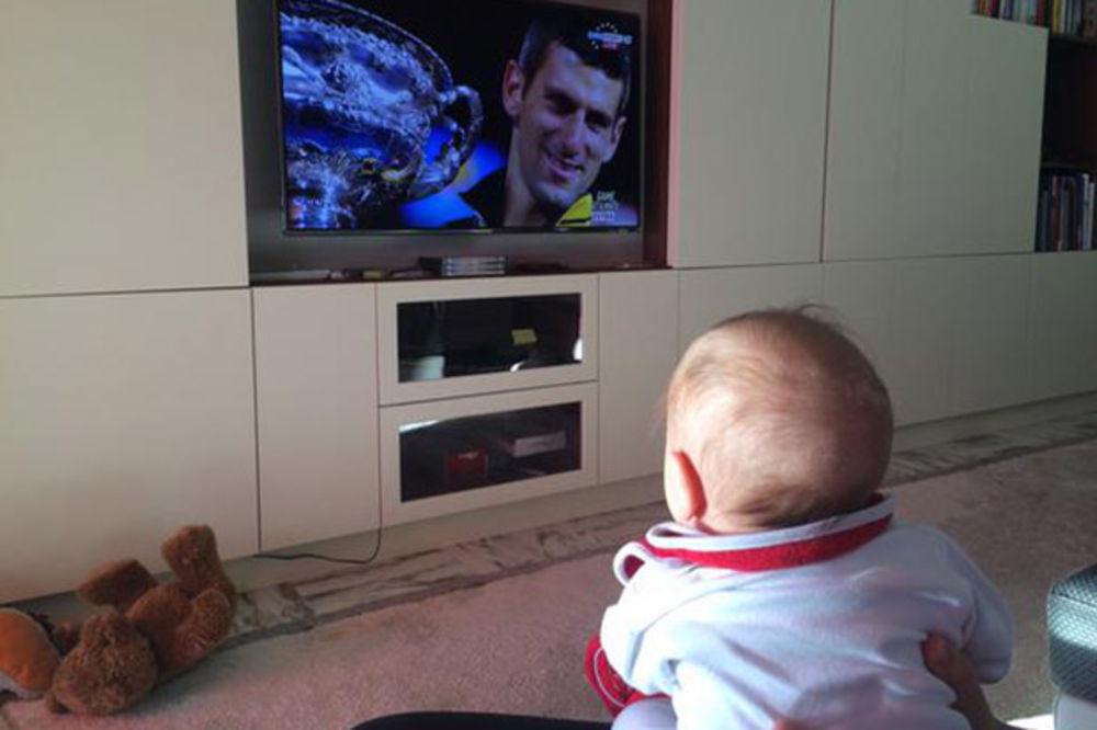 (FOTO) Ovako je mali Stefan prvi put proslavio grend slem tate Novaka Đokovića