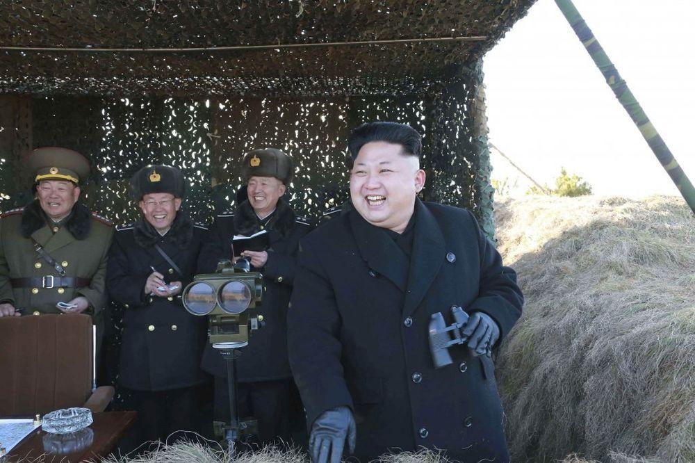 VOJSKA VEŽBA, KIM PRETI: Amerikanci, spremni smo za nuklearni rat!