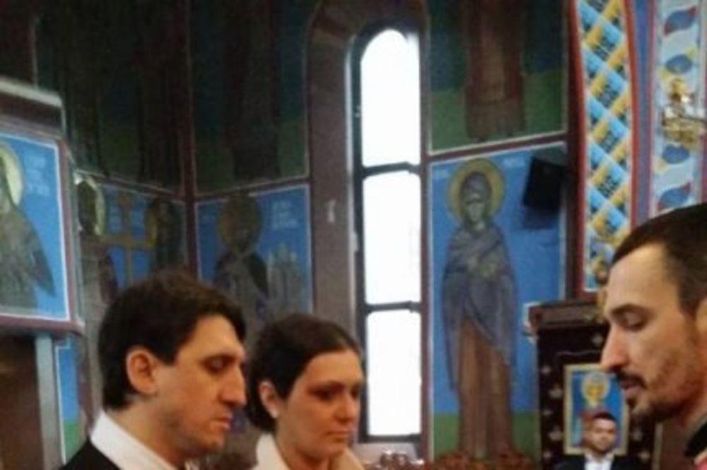 (FOTO) PRVI PUT PRED BOGOM: Oženio se Kristijan Golubović!