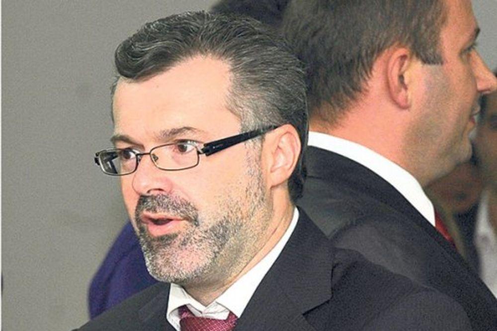 NAPREDNJAK DIVLJAO SA ROTACIJOM, A KAŽNJEN POLICAJAC: Premešten jer je uhvatio Igora Bečića!