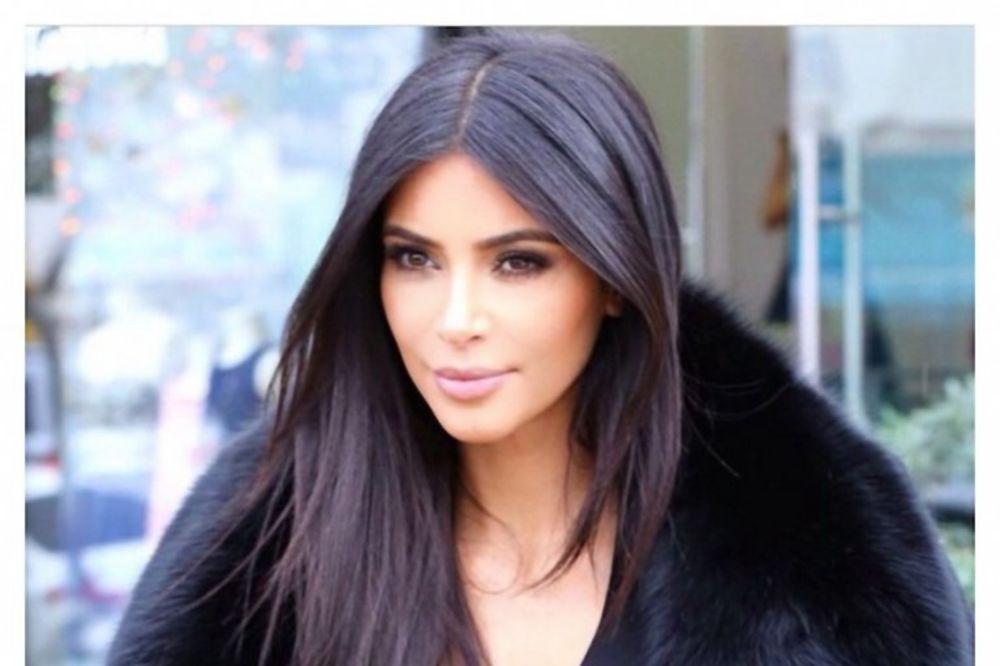 PRETI DA SRUŠI INTERNET: Pogledajte koja fotografija Kim Kardašijan ima preko 840.000 lajkova