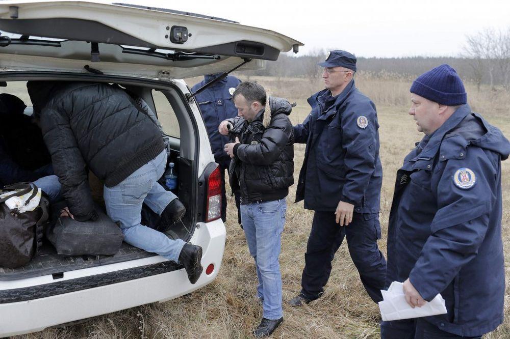 STIŽE REKA MIGRANATA: Mađarska policija uhvatila 702 ilegalca