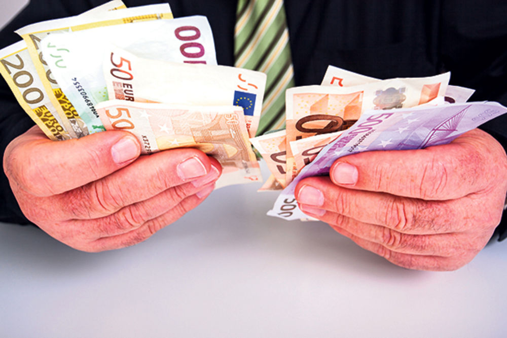 DINAR NASTAVIO RAST: Evro danas 122,8 dinara