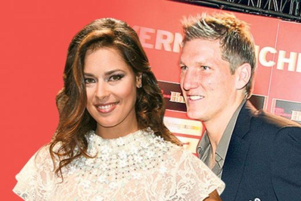 (FOTO) Bastijan Švajnštajger prevario Anu Ivanović sa ovom nemačkom lepoticom?