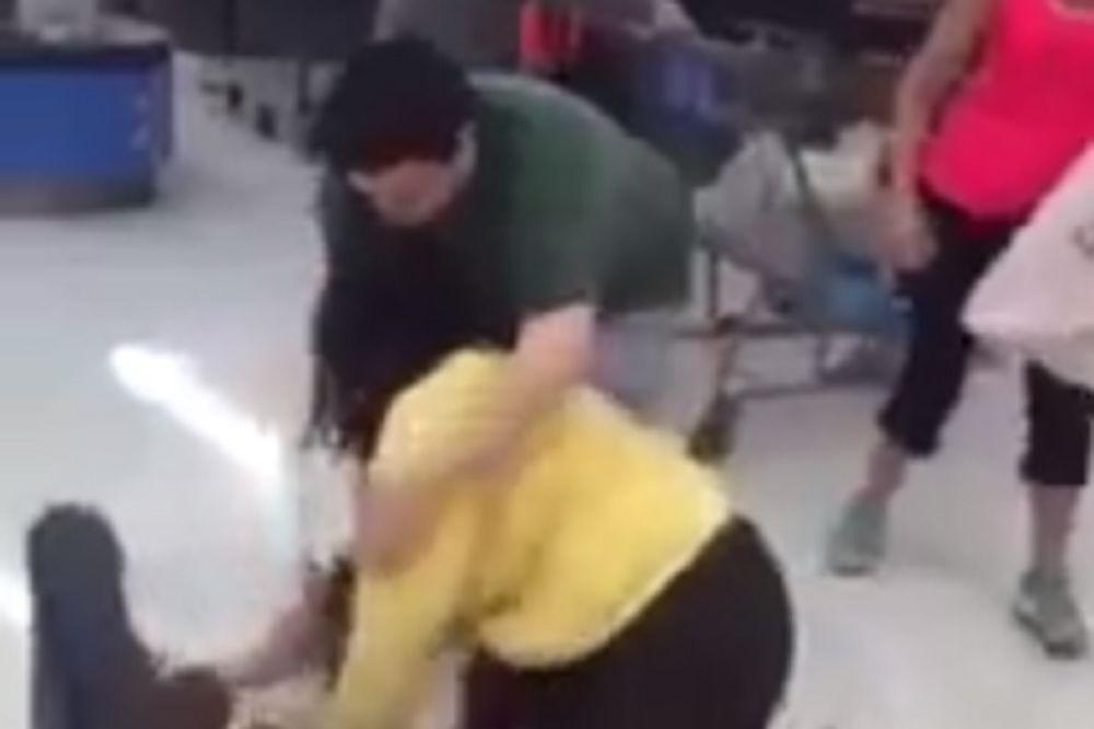 (VIDEO) NE PROPUSTITE: Žena pretukla poreznika - glavom!