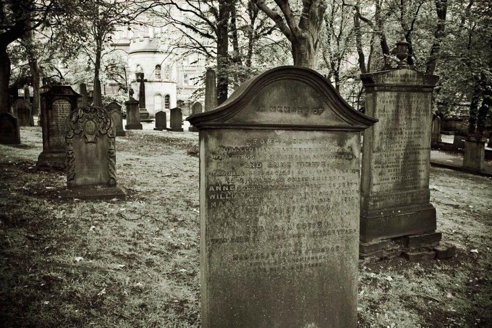 PUCAO SEBI U GLAVU: Muškarac se ubio na Zemunskom groblju