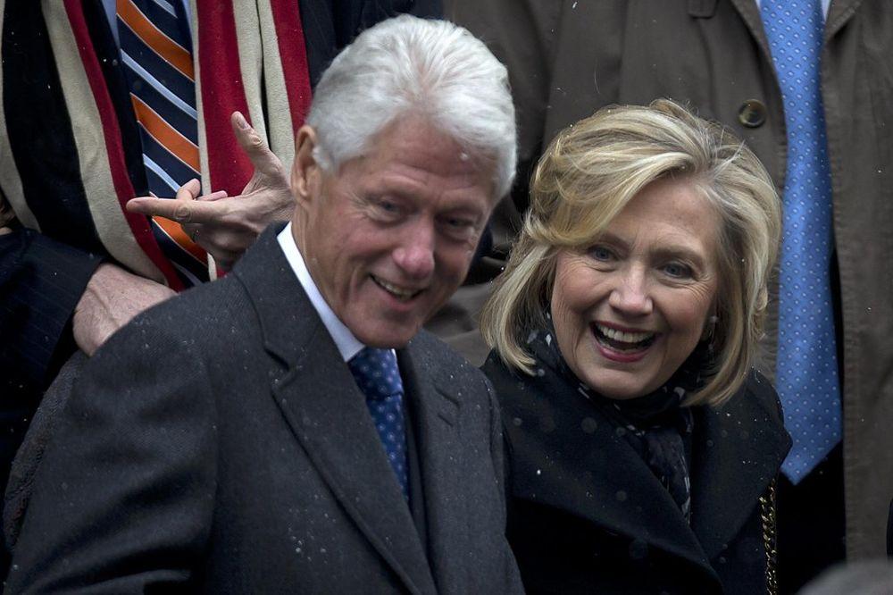 I ONI SE OMASTILI: Hilari i Bil primili 81 milion donacija iz banke koja pere novac!
