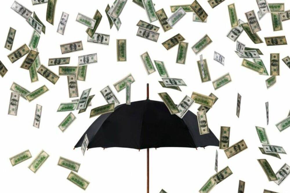 (VIDEO) NOVAC IPAK PADA SA NEBA: Kiša para iznenadila građane i izazvala kolaps u saobraćaju
