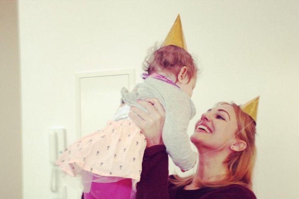 PONOSNA MAJKA: Glumica dirljivom porukom čestitala rođendan ćerki