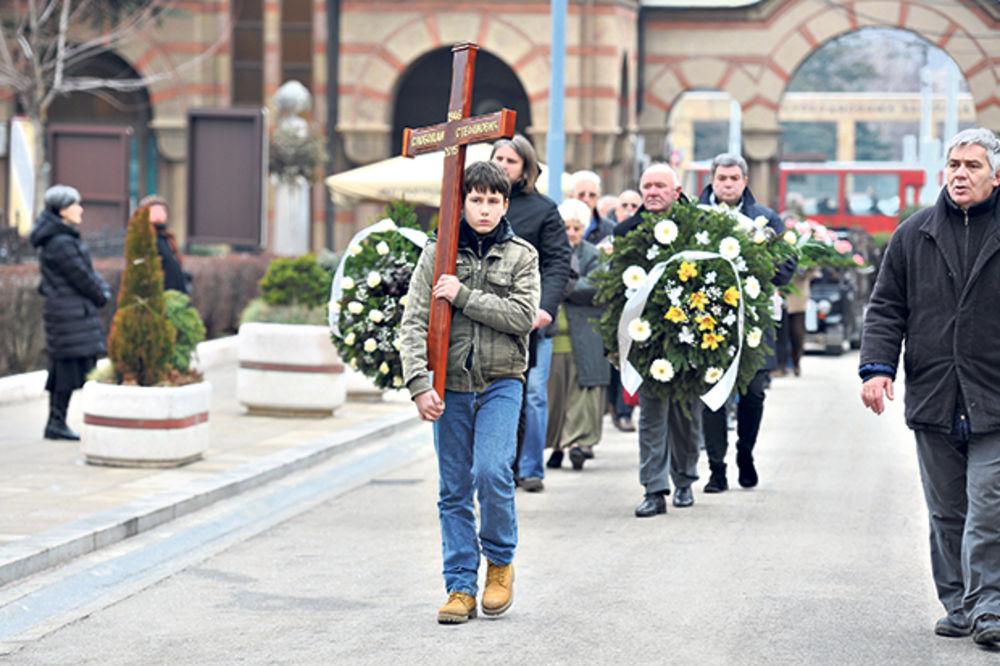 TUGA: Boba Stefanović ispraćen na večni počinak uz jecaj i suze