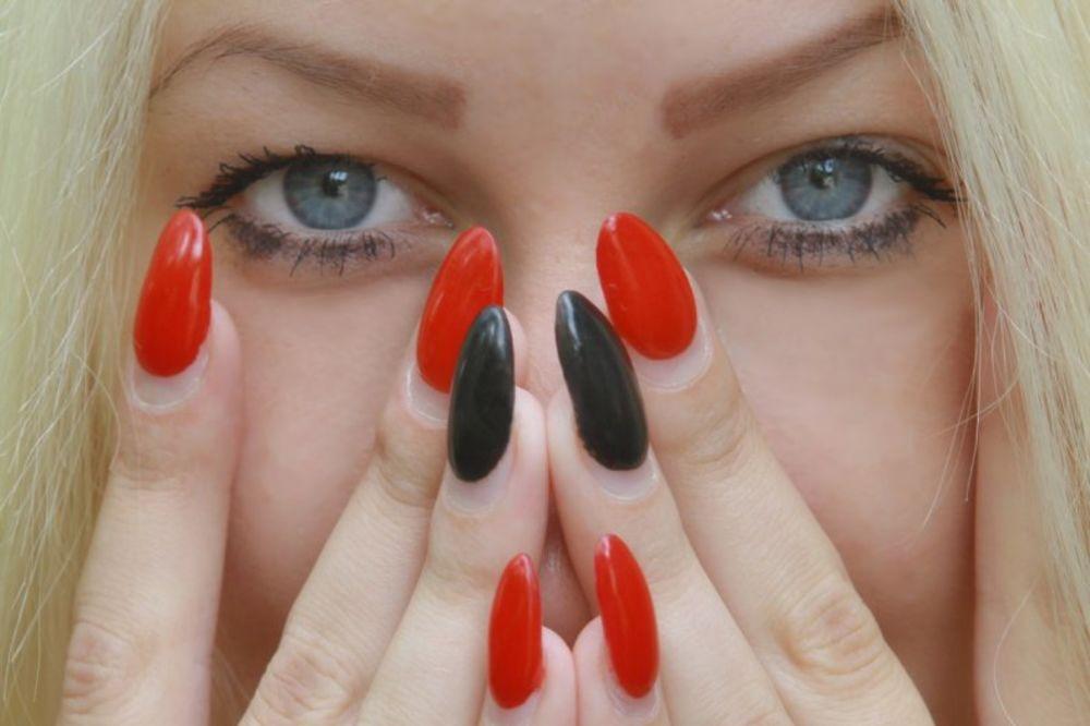 7 grešaka zbog kojih nam lak na noktima traje jedno posle podne!