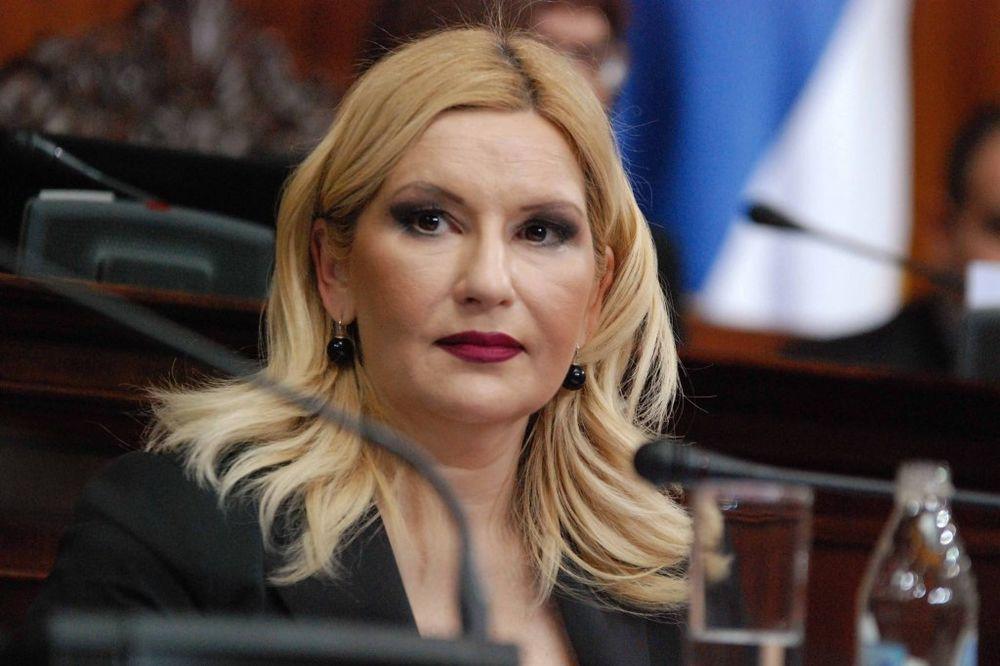ZORANA MIHAJLOVIĆ: Haški tribunal sa odlukama o Šešelju demonstrira silu