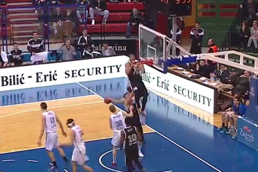 (VIDEO) MAESTRALNO: Pogledajte kako je Pavlović posterizovao igrača Cibone