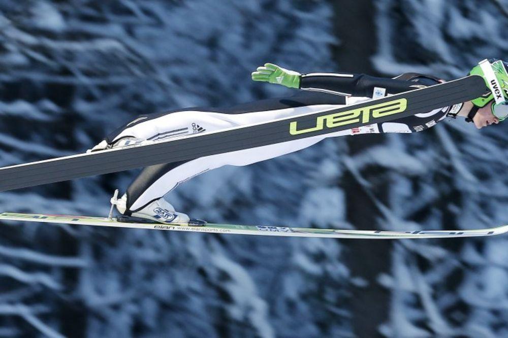 (VIDEO) LETEO 250 METARA: Slovenac oborio svetski rekord skijama delimično proizvedenim u Srbiji!