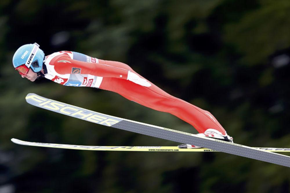 (VIDEO) SKOK OD 254 METRA: Rus oborio svetski rekord, a onda je doživeo teško razočaranje...