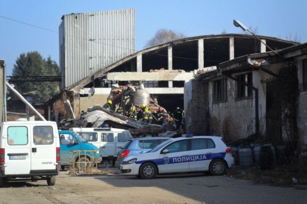 NESREĆA U GROCKOJ: Urušio se plafon hale od 600 kvadrata, povređena 3 radnika
