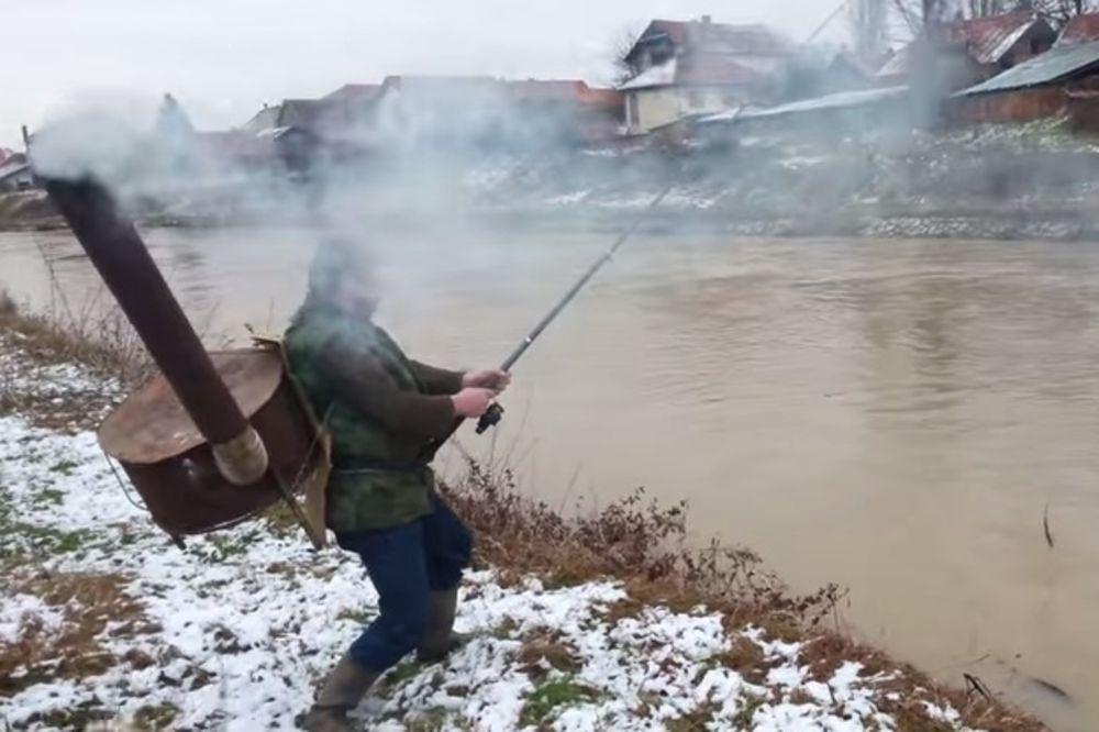 (VIDEO) GENIJE IZ LESKOVCA: Ribolovci, ovako se zimi ide na pecanje!