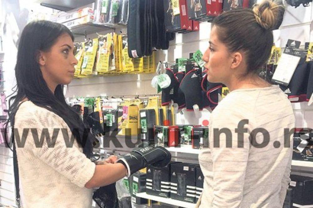 NOKAUT: Ana Marija poklonila Vladi rukavice za boks