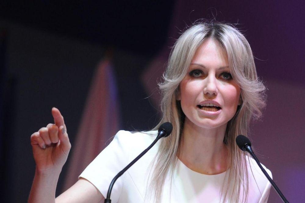 Magdalena Ogorek: Ne vadimo sablju na Putina