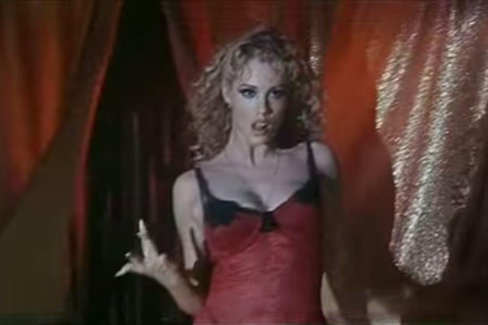(VIDEO) PROSLAVILA SE PLESOM OKO ŠIPKE: Evo kako 20 godina posle izgleda seksi Elizabet
