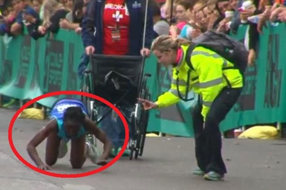 (VIDEO) CELA PLANETA JOJ SE DIVI: Atletičarka puzeći na rukama i nogama sva krvava prošla kroz cilj