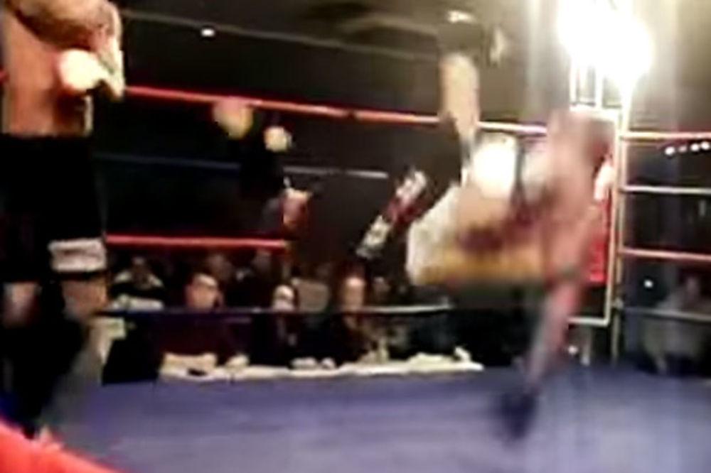 (VIDEO) IMA LI NEŠTO SMEŠNIJE: Ovi borci su nokautirali sami sebe!