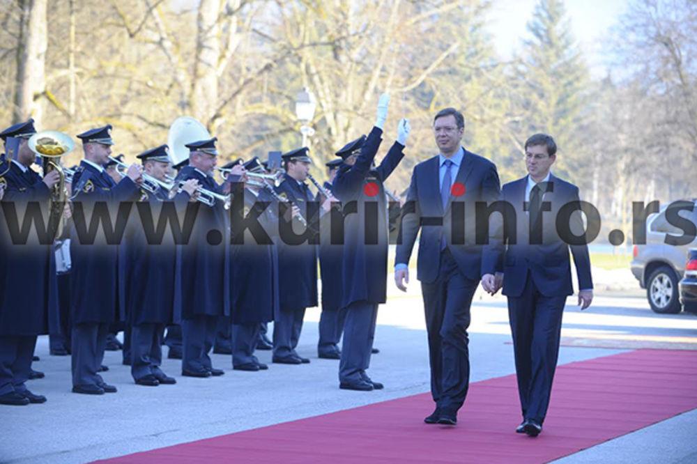 VLADA SRBIJE U SLOVENIJI: Dočekani uz najviše počasti, razgovarali Vučić i Cerar