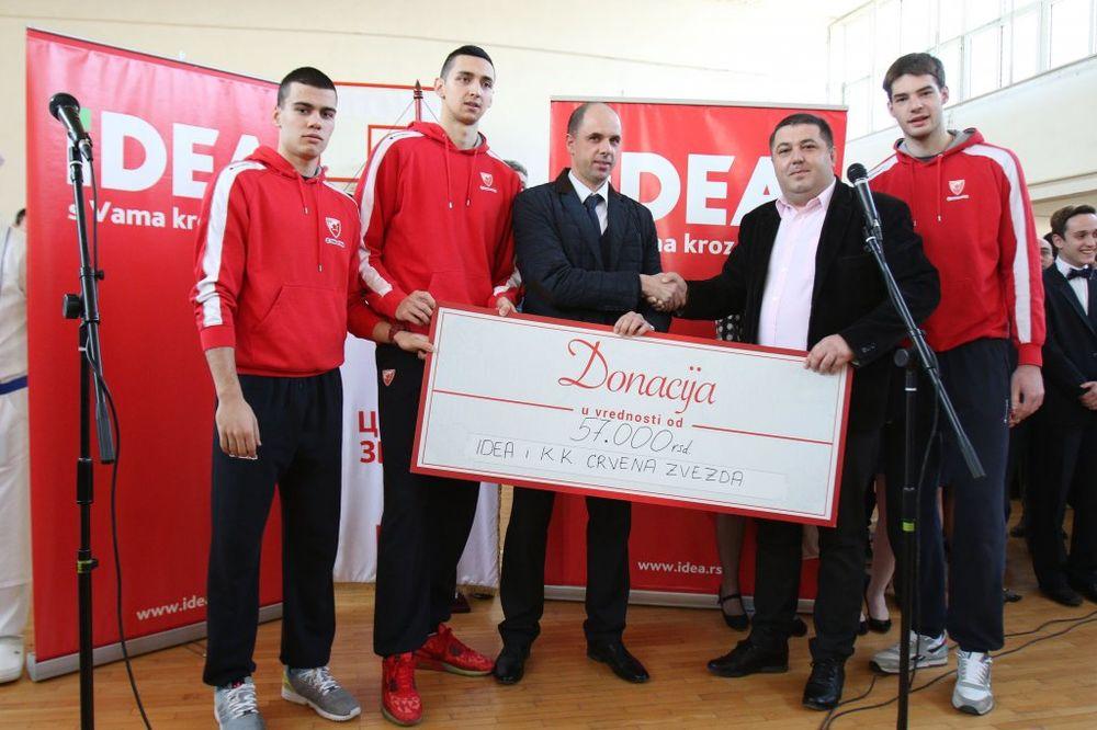 (FOTO) POSETA NIŠKIM ĐACIMA: Košarkaši Zvezde odneli darove za dom u Kulini