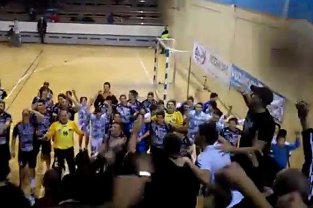 (VIDEO) PALA JE ZVEZDA: Pogledajte slavlje rukometaša Partizana sa navijačima