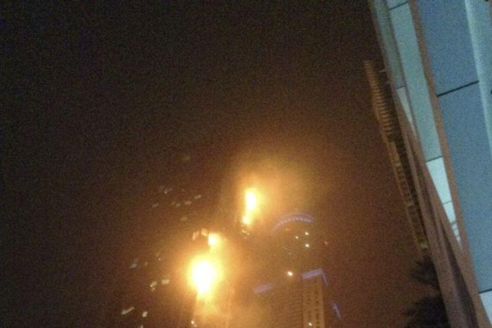 (VIDEO) PANIKA U DUBAIJU: Gori zgrada koja se zove Buktinja, evakuisano na stotine