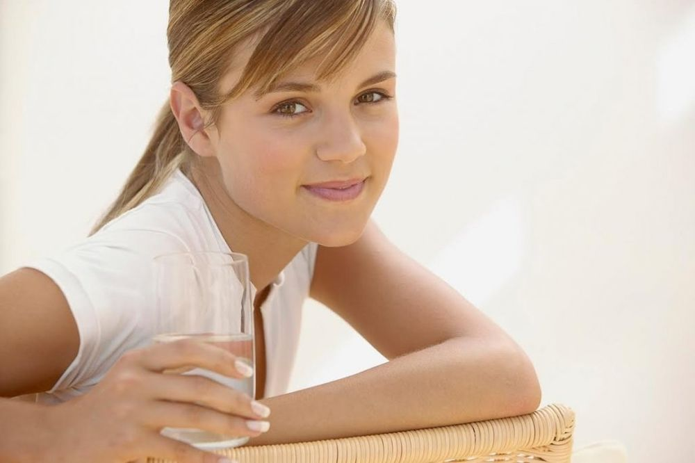 PRIRODNI NAČIN DA SMANJITE KILOGRAME: Isprobajte 3 odlična recepta sa toplom vodom!