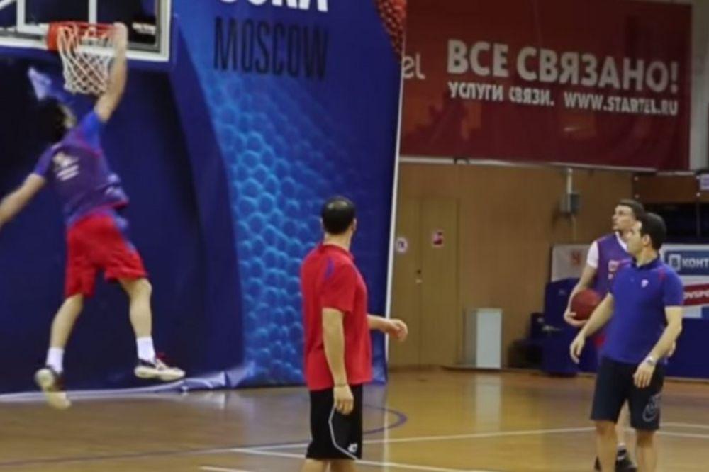 (VIDEO) OVO DO SADA NISTE VIDELI: Miloš Teodosić zakucava u NBA stilu