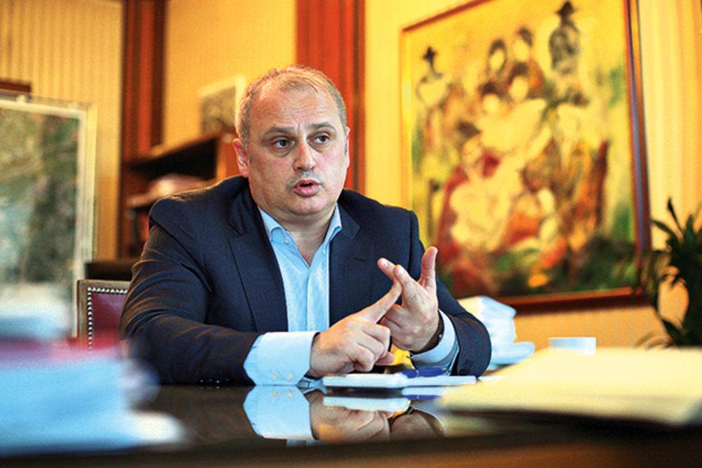 VESIĆ: Izvođač radova u Vojvode Stepe ne poštuje rokove