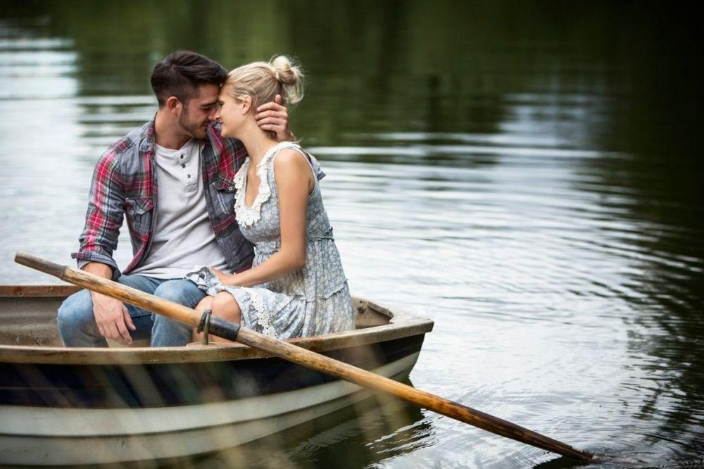 ljubav, kiša, dvoje, par, romantika, foto Profimedia