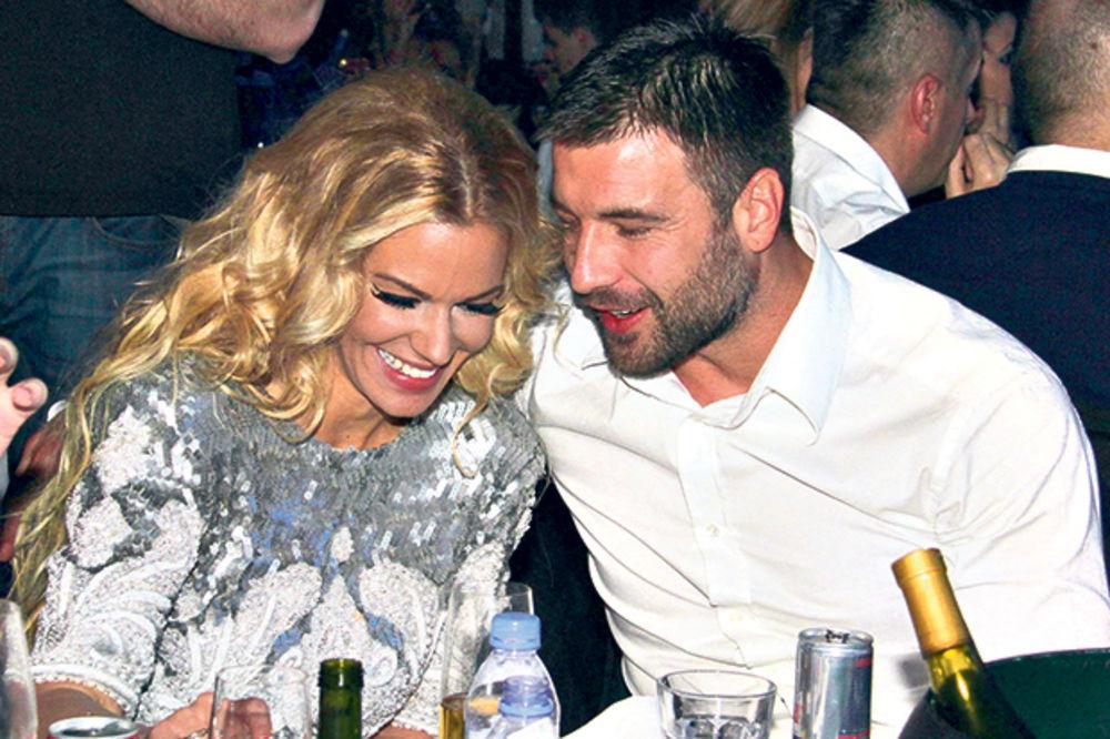 TRUDI SE: Nataša Bekvalac otkrila kako udovoljava Ljubi!