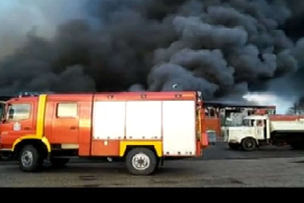 (FOTO) POŽAR U MAKIŠU: Gori skladište DM, plamen visok 50 metara, čuju se i eksplozije