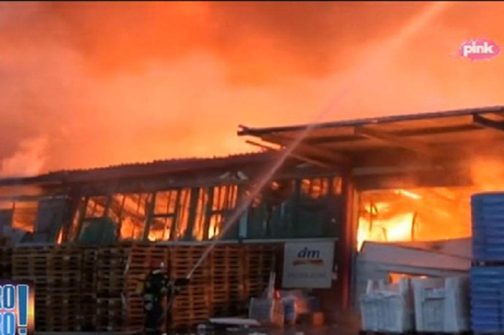 (VIDEO, FOTO) MAGACIN DM U PLAMENU: Pogledajte kako je jutros gorelo u Makišu