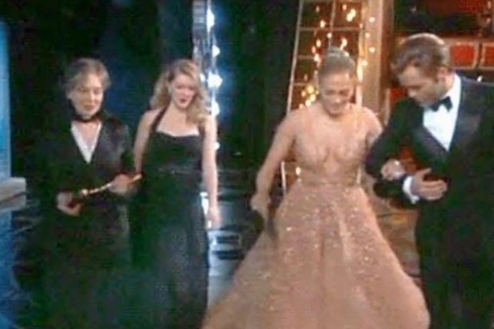 TRADICIJA SE NASTAVLJA: I Džej Lo se saplela na dodeli Oskara!