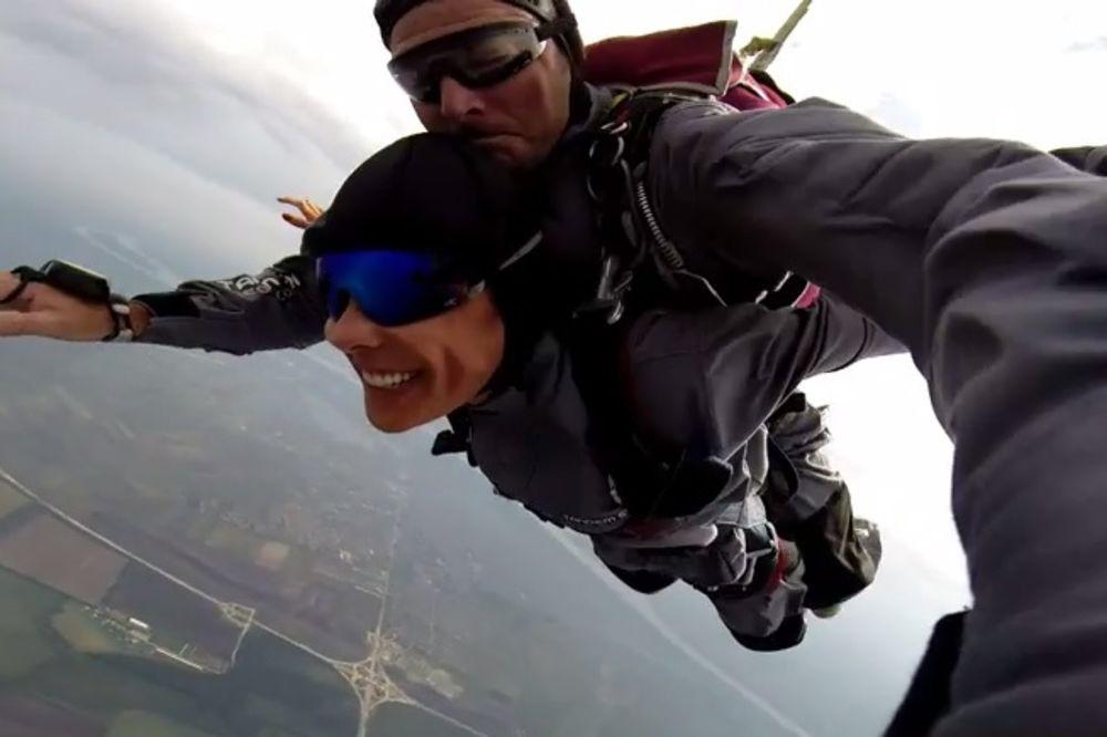 REPORTERKA KURIRA: Kako sam padala sa 3.000 metara!