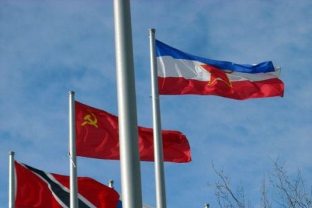 (FOTO) UDAR NOSTALGIJE: Iznenadićete se gde se još vijori zastava SFRJ u svetu!
