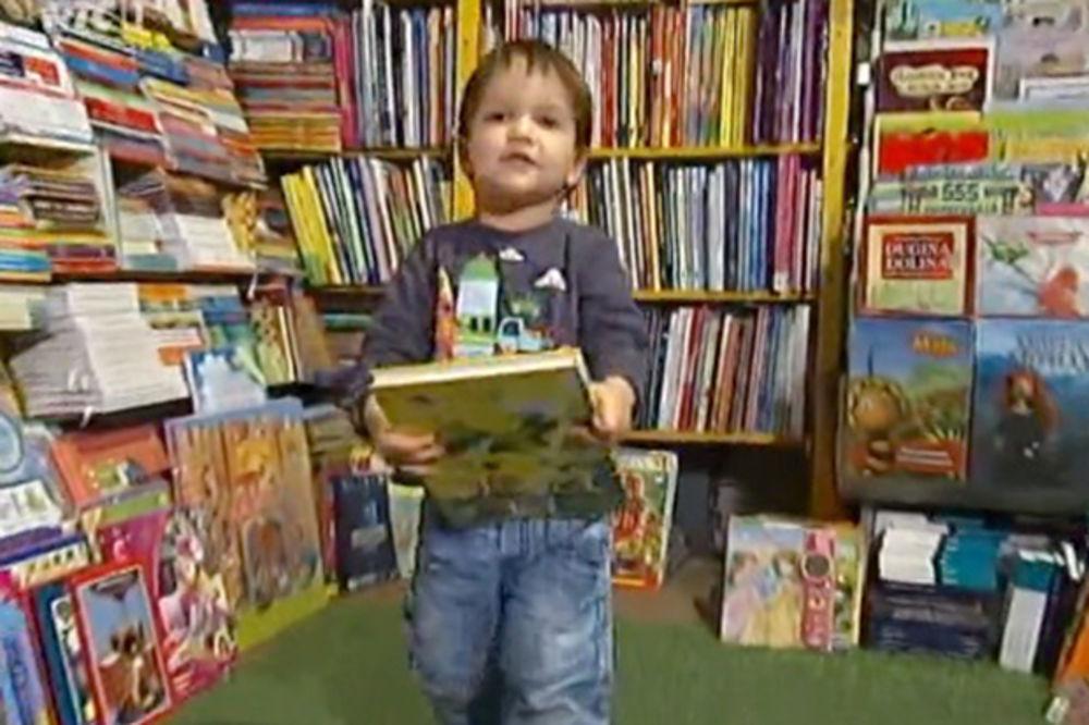 (VIDEO) ČUDO OD DETETA IZ NS: Mali Marko čita, a ima samo 2 godine!