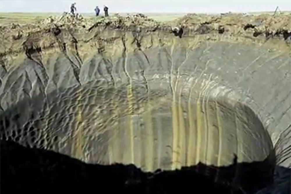 ŠOKANTNO: Ogromne rupe gutaju Sibir!